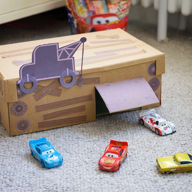 verwandle zusammen mit deinem kind einen alten schuhkarton in hooks spielzeugauto garage er. Black Bedroom Furniture Sets. Home Design Ideas