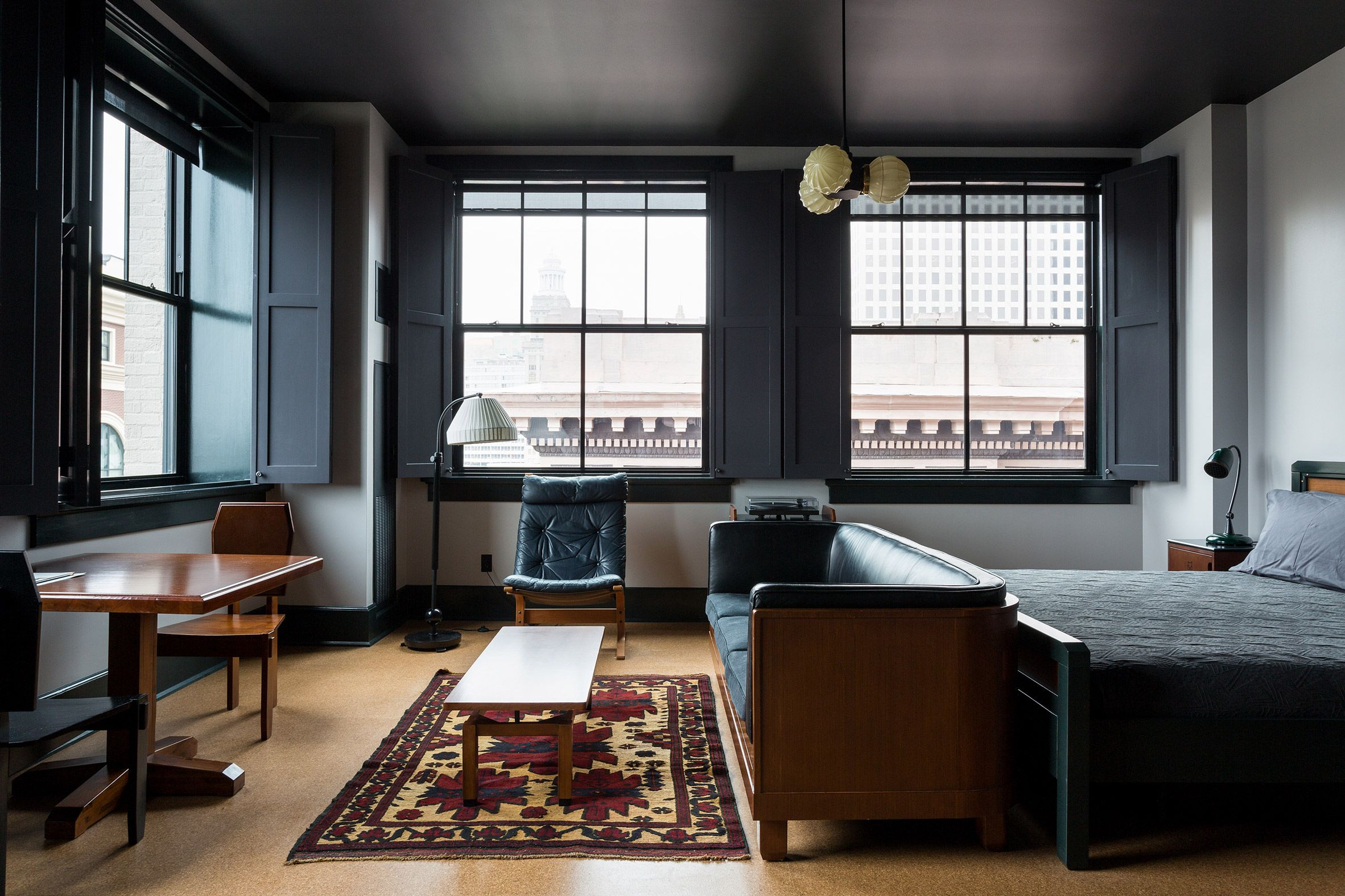 New York Based Roman Williams Was Responsible For The Interior Design And Used Many Of Ace Hotel S Signatures Like So Hotel Room Design Ace Hotel Interior