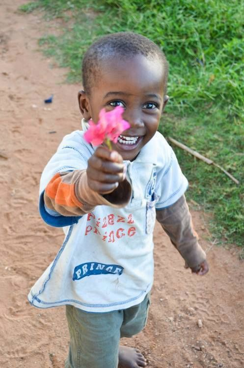What a beautiful smile!  Pure innocence ......     ᘡղbᘠ