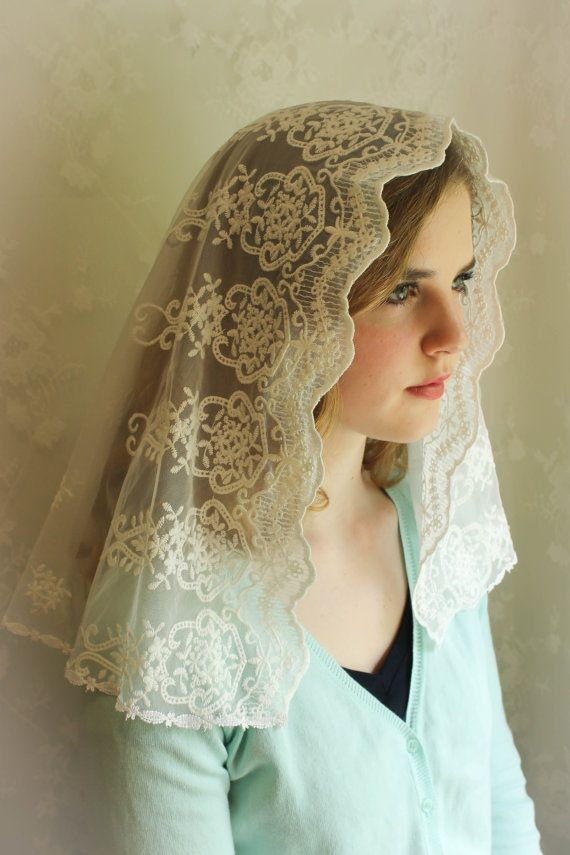 This Is A Lovely White Lace It Is A Light Soft Embroidered English Net And This Veil Is Sure To Become A Favorite For Worship G Chapel Veil Veil Mantillas