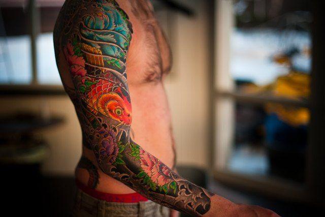 poisson tatouage japonais coloré bras complet