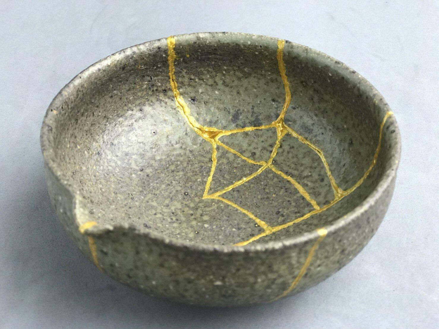 Kintsugi Gifts Kintsugi Bowl Japanese Art In Repairing A Etsy Kintsugi Japanese Ceramics Japanese Art