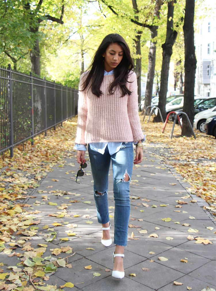what to wear with pink sweater