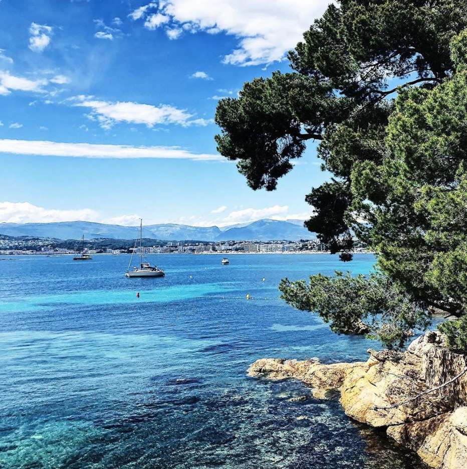 One of my favourite spots on the French Riviera – Le Cap d'Antibes! #frenchriviera #France #travelguide #capdantibes #shadesofblue