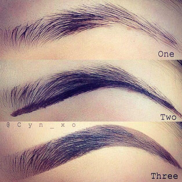 Como maquillar tus cejas en 3 pasos 1 mirar y determinar tu tipo de veja 2 delinear el borde de las cejas 3 luego realizar el procedimiento de maquillar la cejas y no olvidar aplicar la base de tu tes y listo!