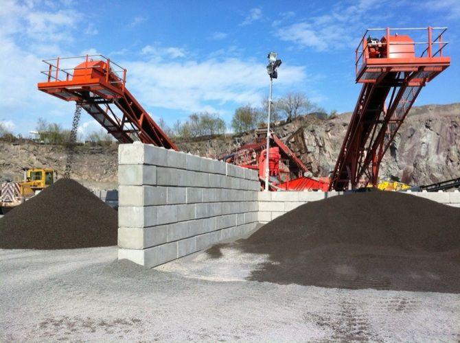 Concrete Push Walls For Aggregate Industries Haughmond Hill Quarry Nr Shrewsbury Shropshire Uk Precast Concrete Concrete Shrewsbury