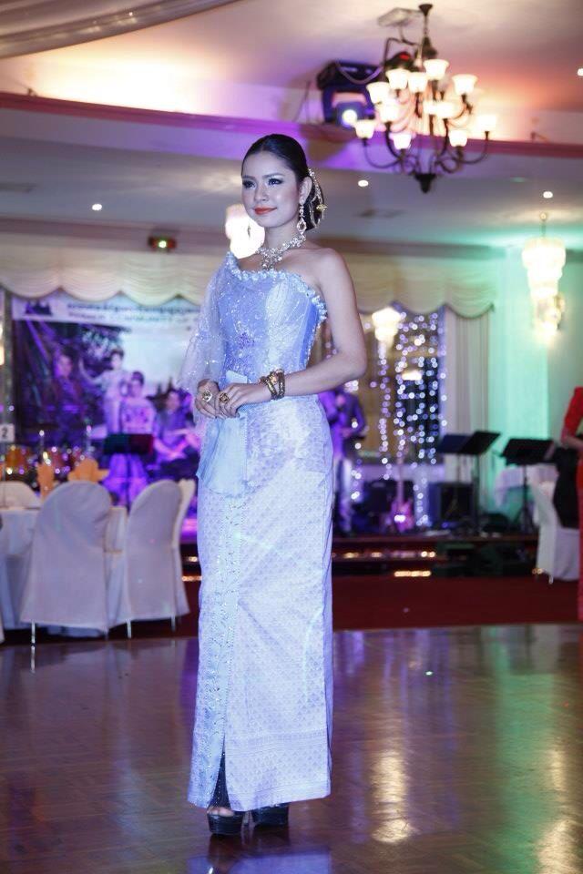 Pin de Sovannda Sum en All traditional dress | Pinterest