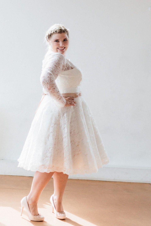 Mit diesen kurzen Brautkleidern stehlen starke Frauen jeder Braut