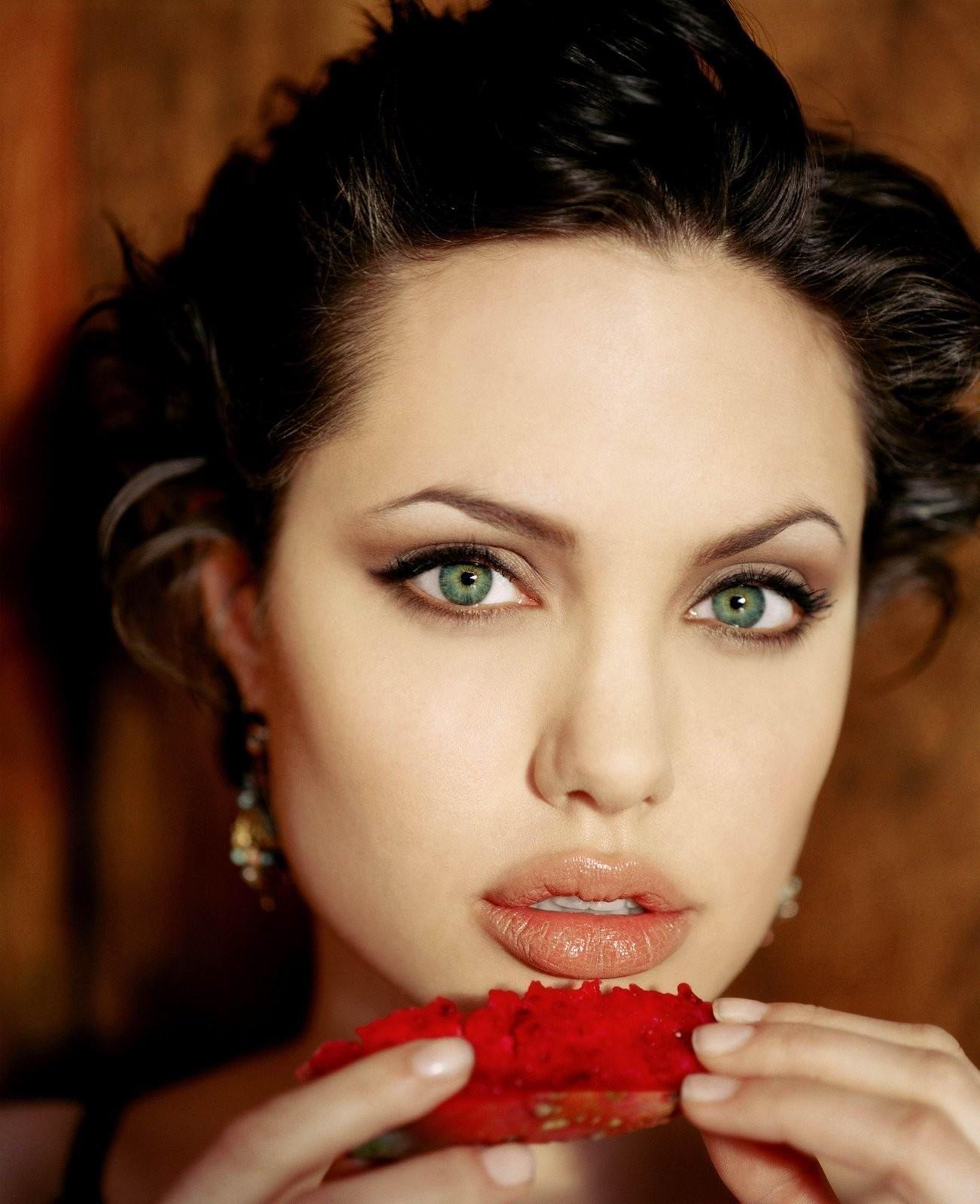 angelina jolie   Makeup for green eyes, Angelina jolie ...