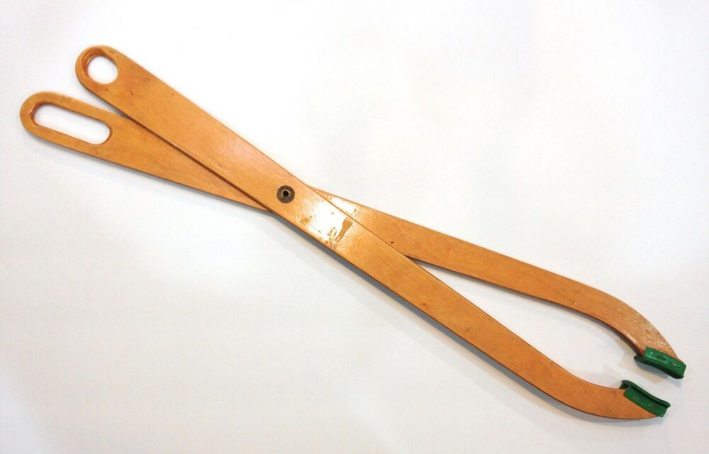 Vintage Wooden Scissor Type Laundry Grabber Laundry Pick Up Tongs