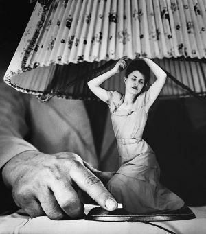 exposición en el Círculo de Bellas Artes: Grete Stern, pionera en denunciar la opresión femenina en sus mordaces fotomontajes.