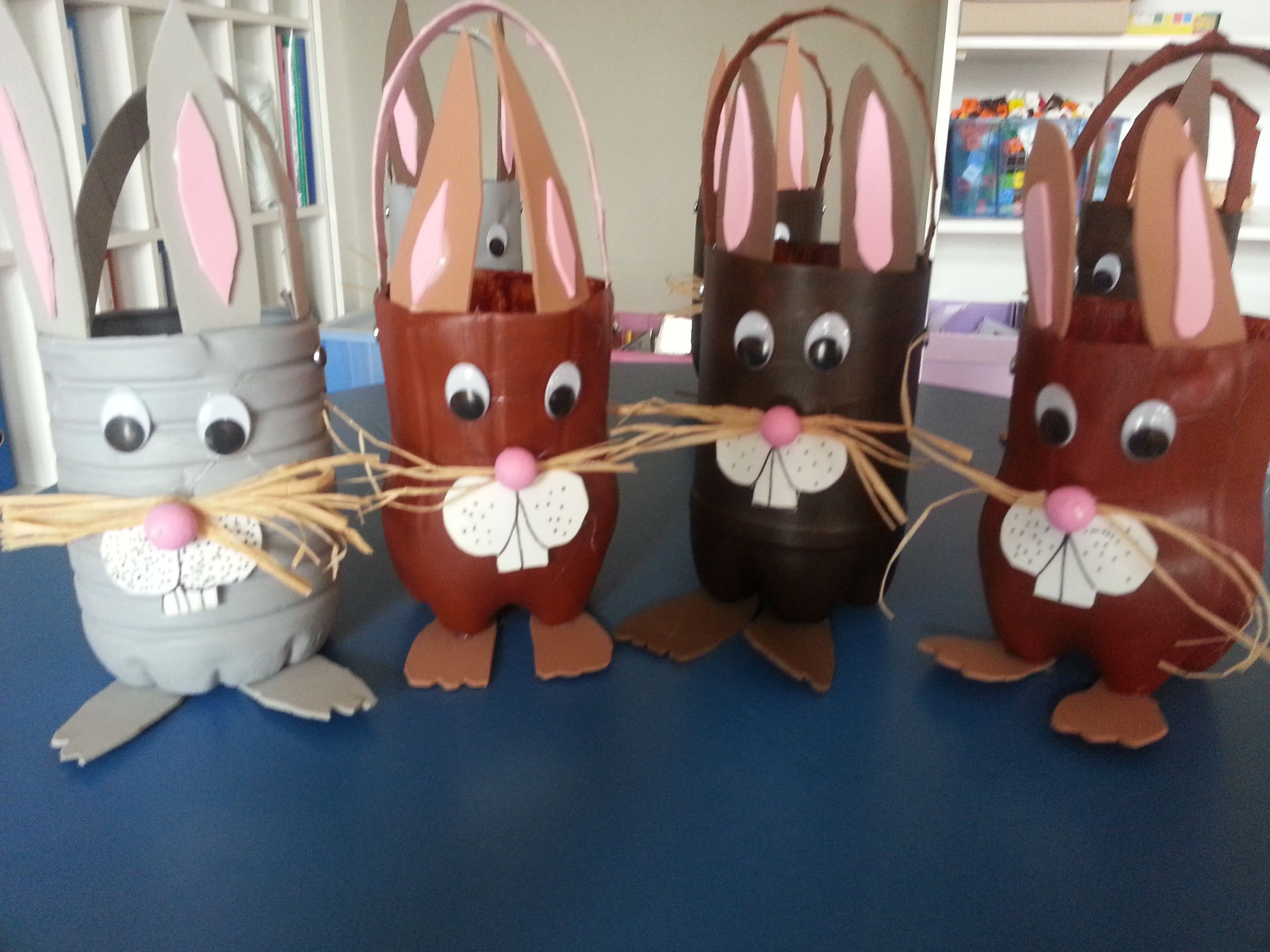 panier lapin bouteille pet p ques easter crafts diy easter decorations en easter. Black Bedroom Furniture Sets. Home Design Ideas