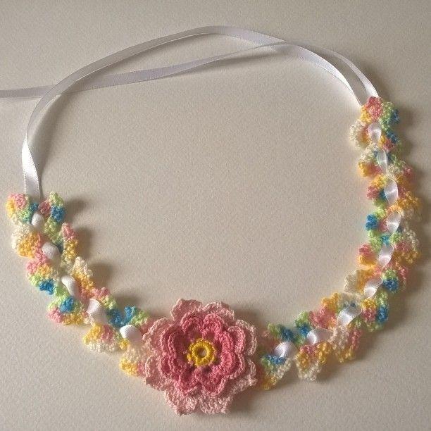 Aqui les dejo una idea de una diadema o cintillo para niña, lo hice ...