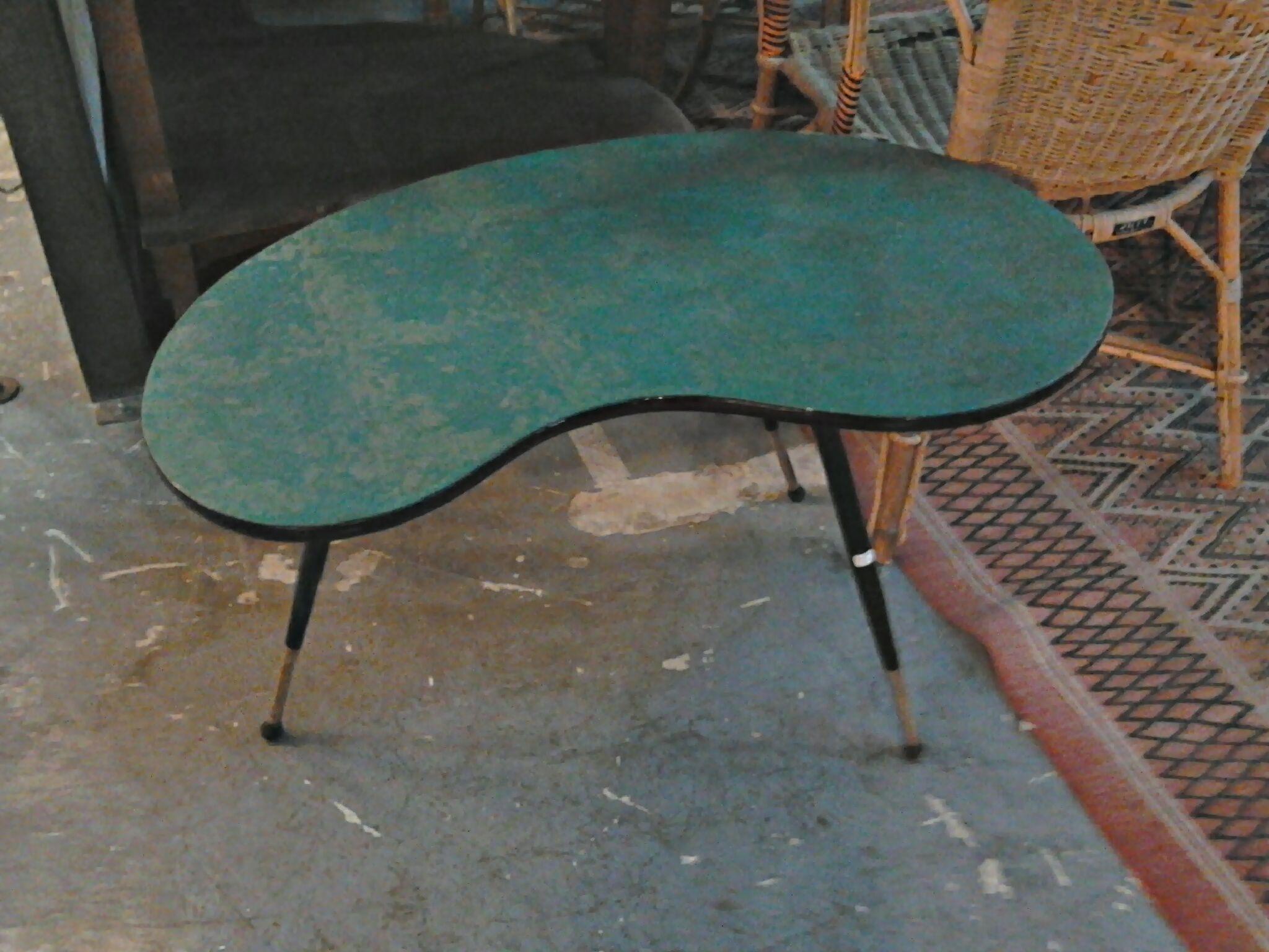 Table Mi Basse Forme Haricot Pour Placer Face Aux Bancs Mobilier Table Mi Bas
