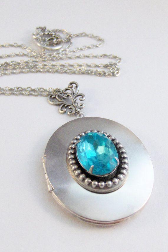 Pretty AquamarineVintage NecklaceVintage by ValleyGirlDesigns
