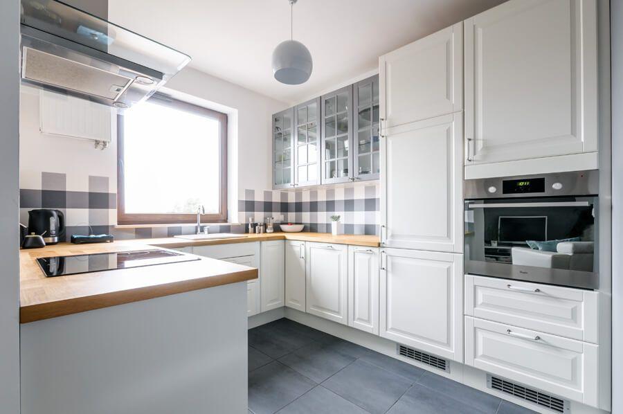 Zastanawiasz Sie Ile Kosztuje Zabudowa Kuchni I Z Czego Ja Wykonac Sprawdz Jaka Jest Roznica Miedzy Meblami Na Wymiar A Gotowa Zabudow Home Decor Kitchen Home