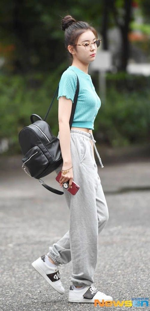 Official Korean Fashion : ITZY Lia Airport Fashion