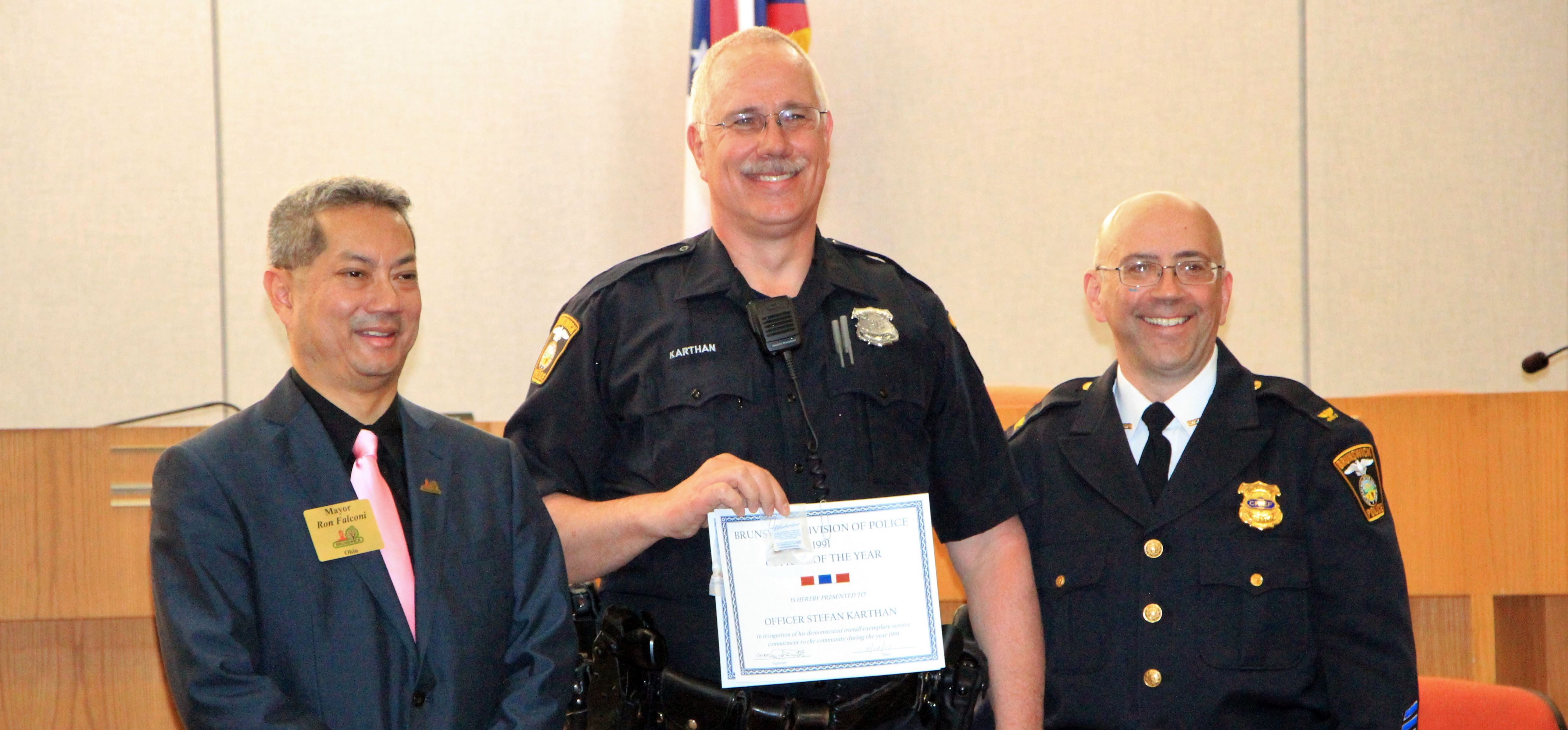 Brunswick Police Officers Honored Medina County Police Officer Mens Tops