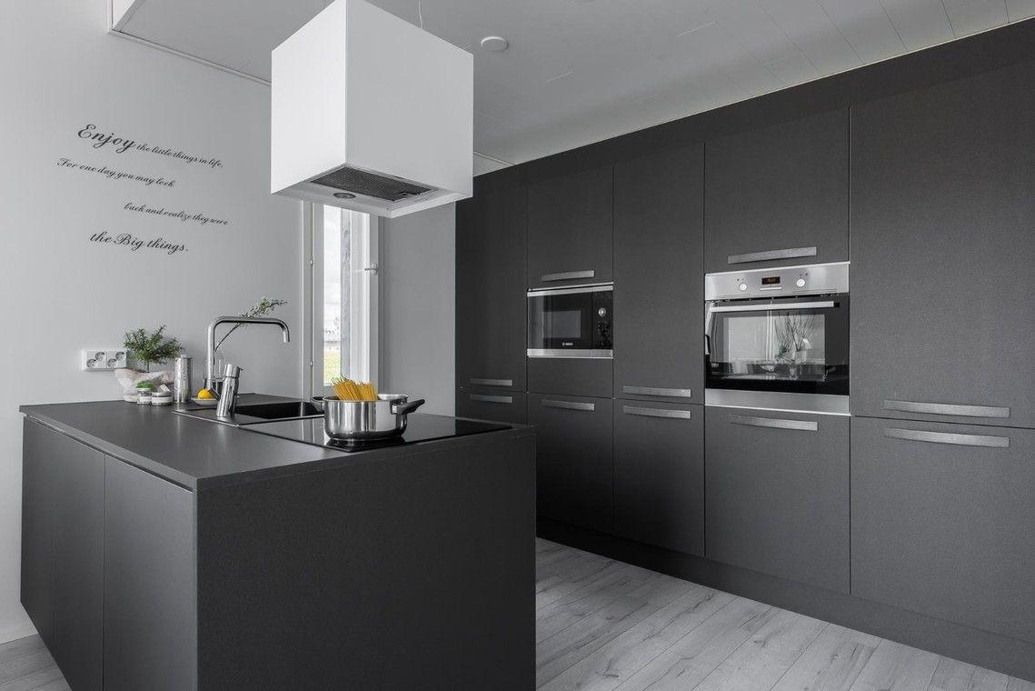 Tyylikäs musta keittiö - Etuovi.com Ideat & vinkit