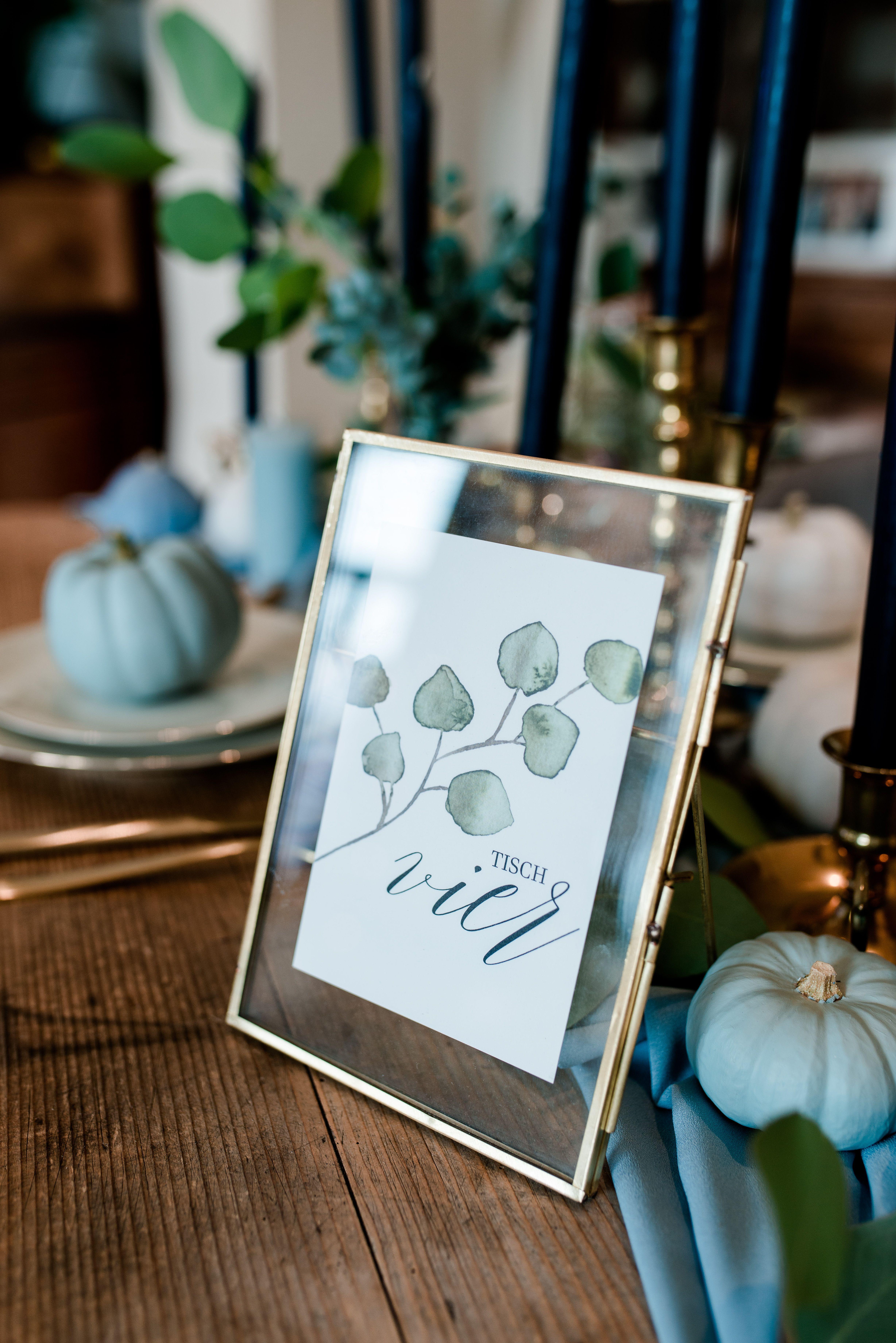 Tischnummer im Goldrahmen #wedding #deko #gold #Tischnummer #hochzeit #eukalyptu…