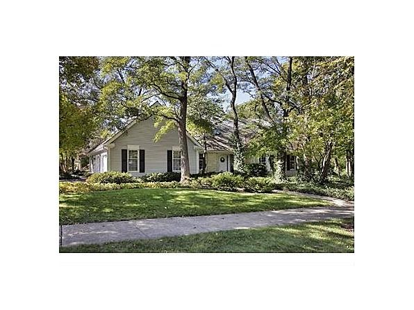 1702 Wildwood Ct Glenview Il 60025 Zillow Homes Glenview Wet Bars Granite Kitchen Brick