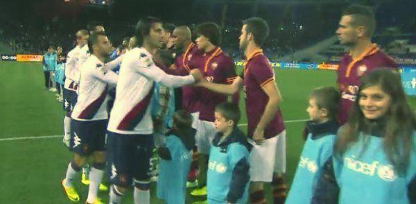 Ultimo match della 13a giornata all'Olimpico dove la Roma combatte per riportarsi in testa alla classifica dopo il sorpasso http://tuttacronaca.wordpress.com/2013/11/25/ancora-un-pareggio-per-la-roma-e-un-cartellino-rosso-per-garcia/