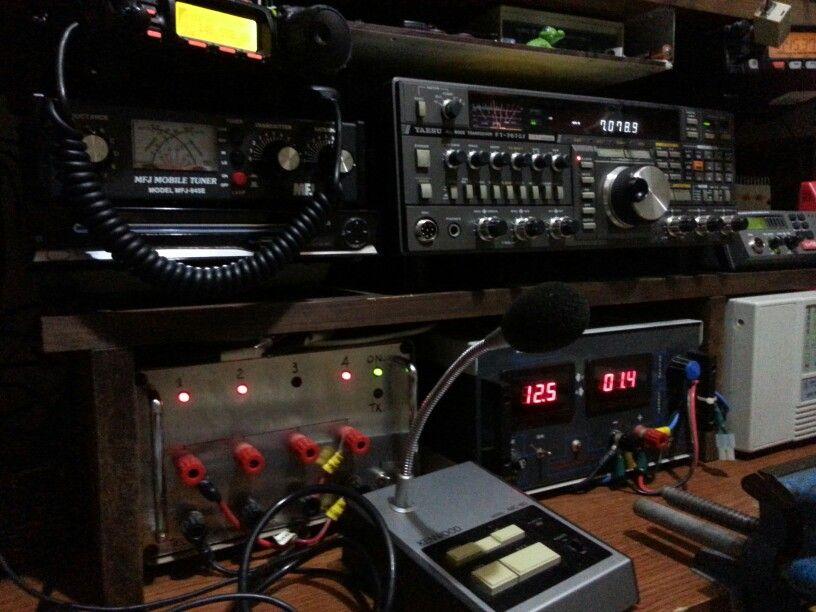 Stazione Radio IW9BGV op. Michele hf vhf  + meteo monitor marine. APRS .