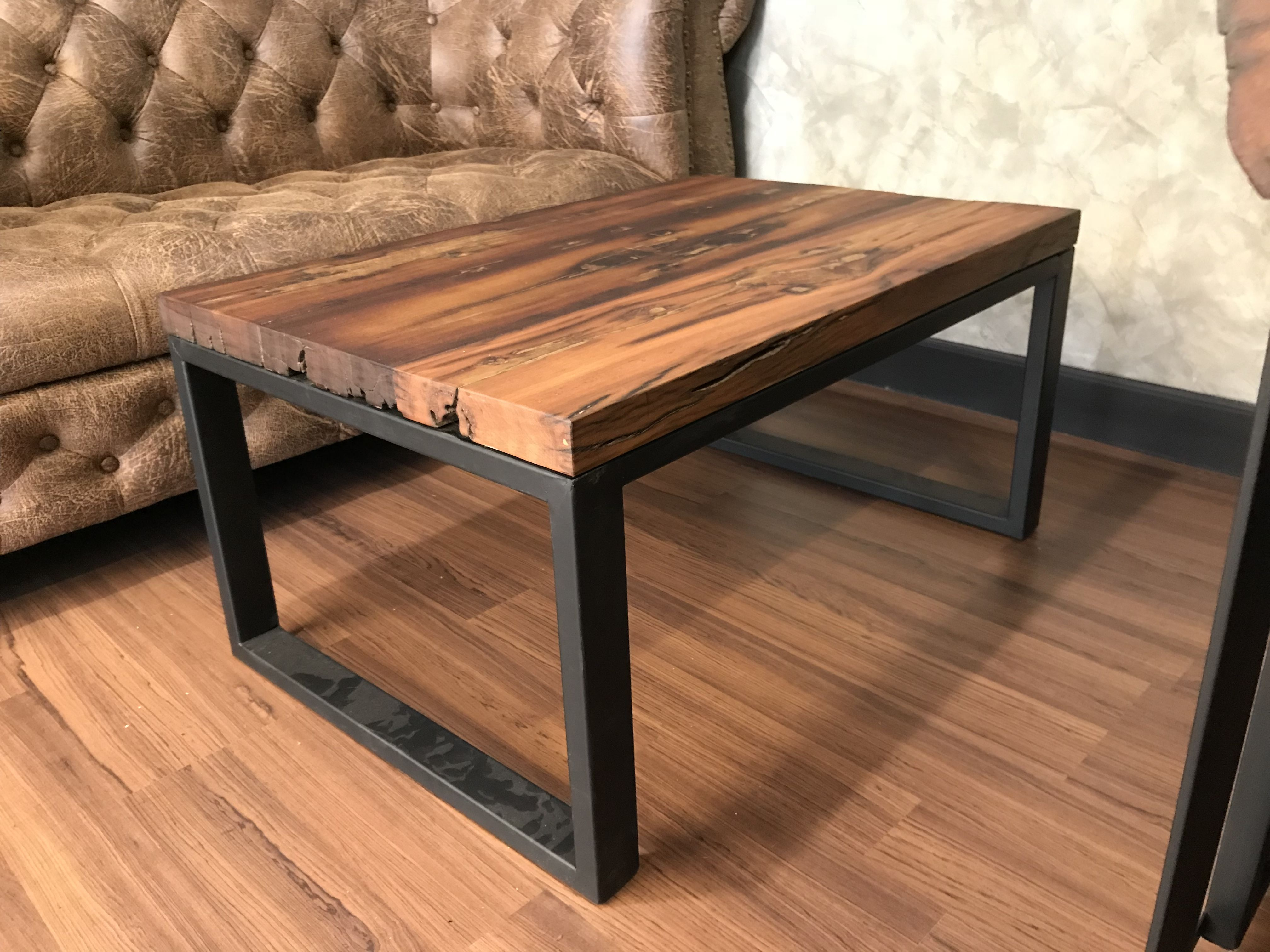 должны фото стола из металла и дерева отметить хорошую организацию