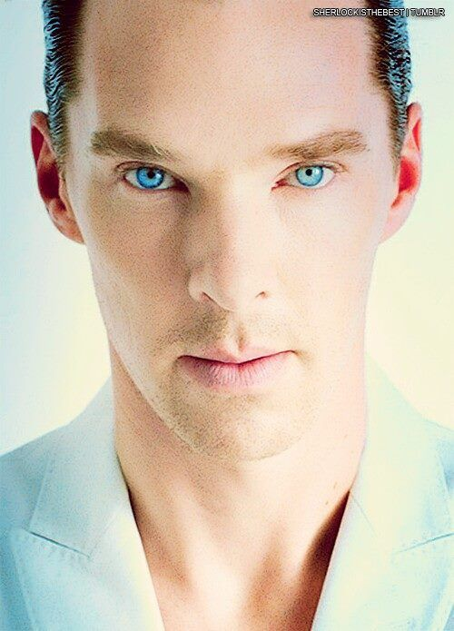 OMG, I've seen that pic and the first thing that came to my mind was: Please, give him to me, those eyes are too incredible to be real!