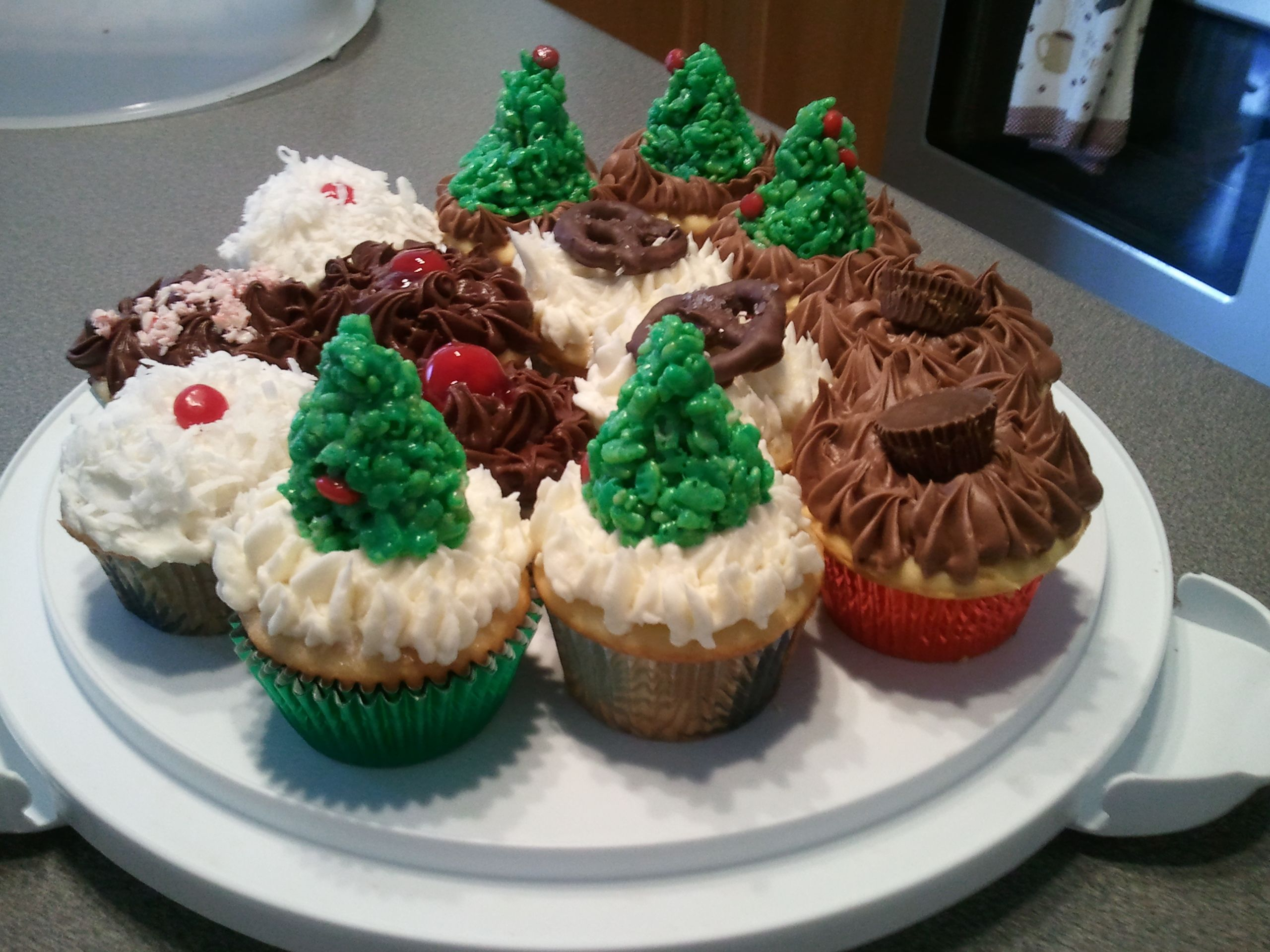 Christmas Cupcakes - The trees were made of Rice Krispy Treats