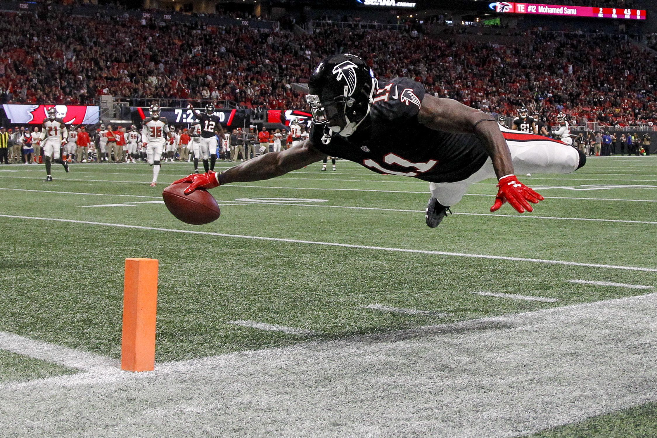 11alive Com Finally Julio Jones Has Big Game As Falcons Beat Bucs Fantasy Football Fantasy League Daily Fantasy