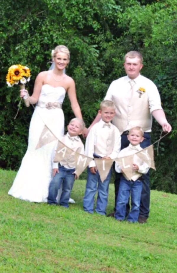 Blended Family Wedding Pictures Love This So Much Sunflowers Country