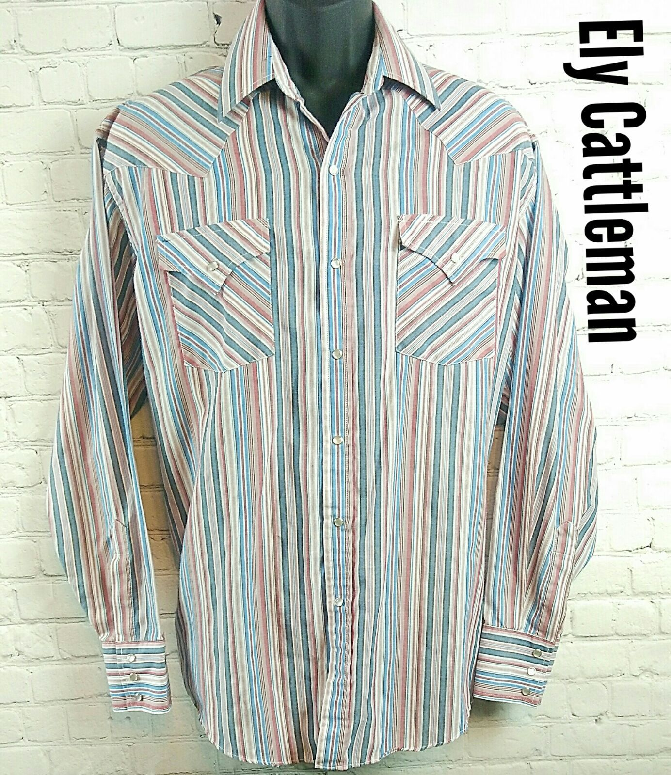 Good Pre Loved Condition With No Holes Or Stains But Color Is Faded Gives It A Vintage Vibe Size Is Men S Large Blue Pearl Vintage Vibes Outfit Accessories
