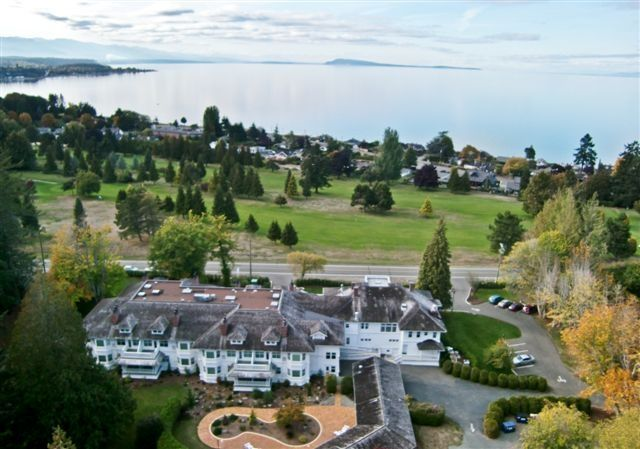 Crown Mansion Boutique Hotel In Quali Beach Vancouver Island On