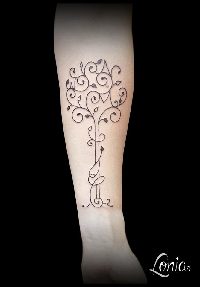 tatouage lonia tattoo troyes avant bras arbre de vie feuille lettre ornemental traits fins. Black Bedroom Furniture Sets. Home Design Ideas