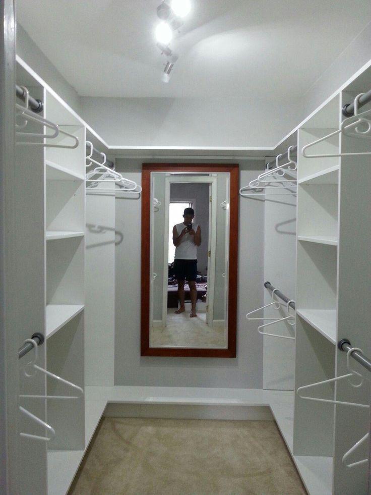 Kleiner Und Einfacher Begehbarer Kleiderschrank 8 39 X6 39 Homeownerdecorsimple Closet In 2020 Schrankentwurf Schrank Umgestalten Kleine Schlafzimmer Schranke