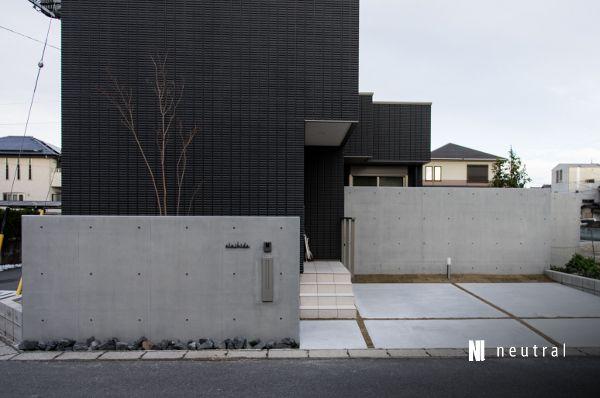 コンクリート打ち放し風塗装の門柱 Gardendesign Architect Modern