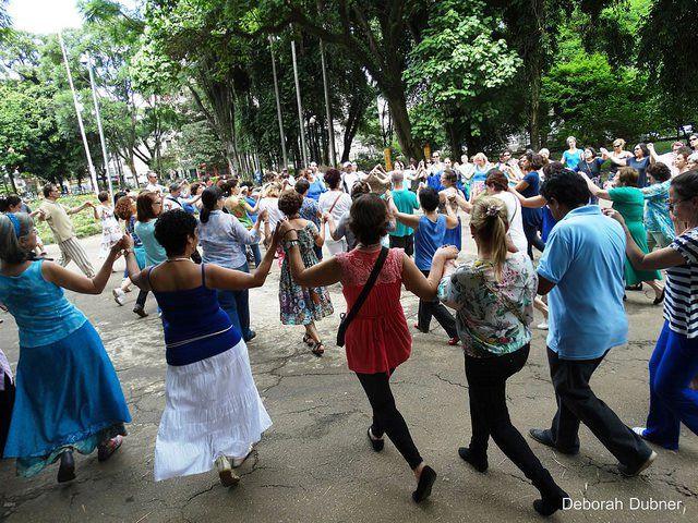 Dança Circular no Parque Engenheiro Salvador Arena