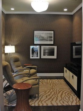 Not All Media Rooms Are Big But They Can All Be Lit Well With Smart Elements Like A Ceiling Mount Light Photo Small Tv Room Small Media Rooms Tv Room Design