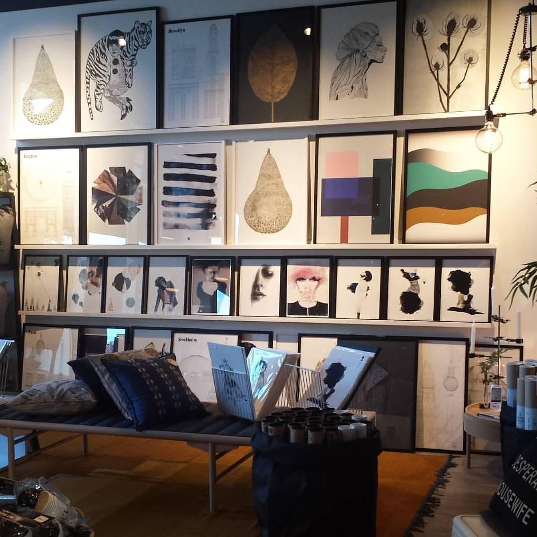 I morgen feirer vi 2 år og butikken er åpen fra 10 til 20. Vi får besøk av kunstnerene @elisestalder @annabylove @ceciliemoisindum og @pernillefolcarelli. Det blir kaffekurs i regi av @kaffabutikk. Vi feirer med 20% på en hel del varer. Håper vi sees. Velkommen #2årsjubileum #spennendebesøk #godetilbud #smaksprøver #houzoslo