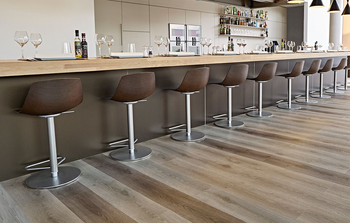 Contemporary oak xl is een pvc vloer met extra brede en lange