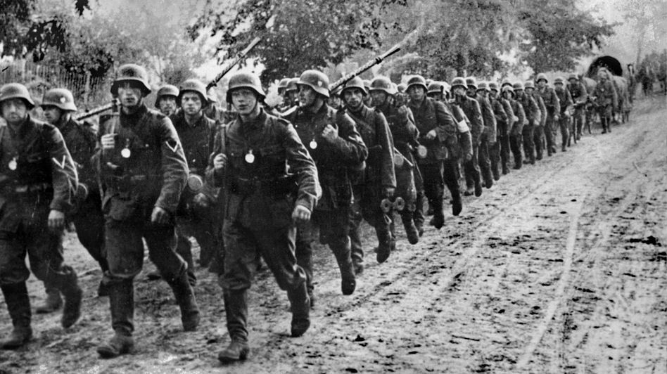 Germany World War 2 Blitzkrieg | Adolf Hitler & His Right Hand Men ...