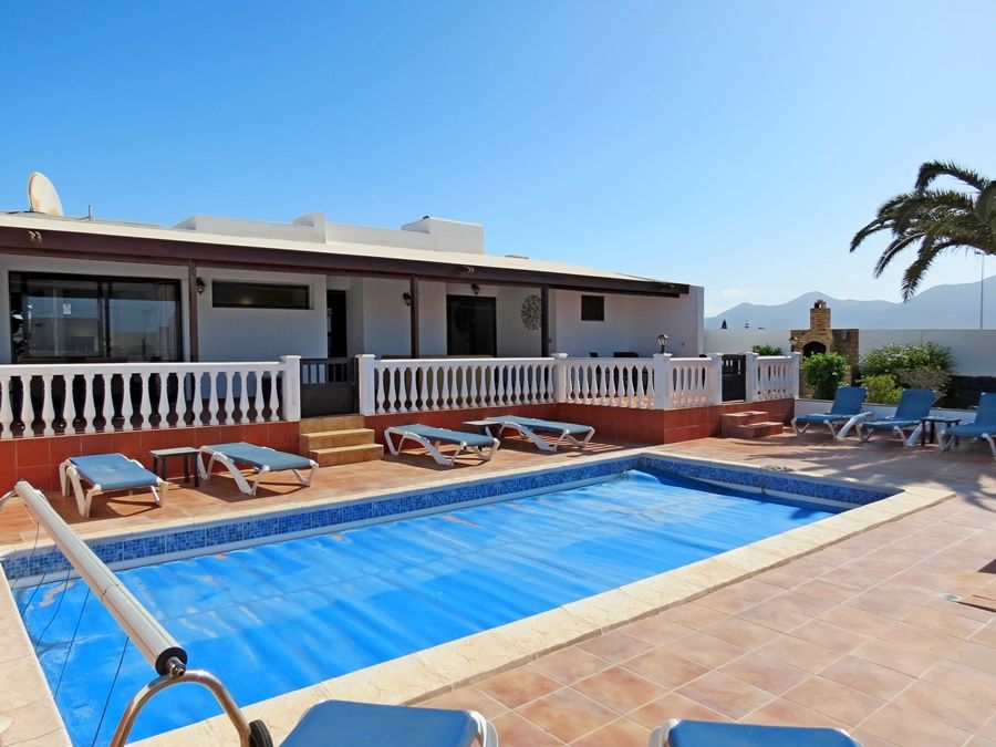 4 Bedroom 4 Bathroom Semi Detached Villa For Sale In Playa Blanca 350 000 For More Information Villa With Private Pool Private Pool Playa Blanca Lanzarote