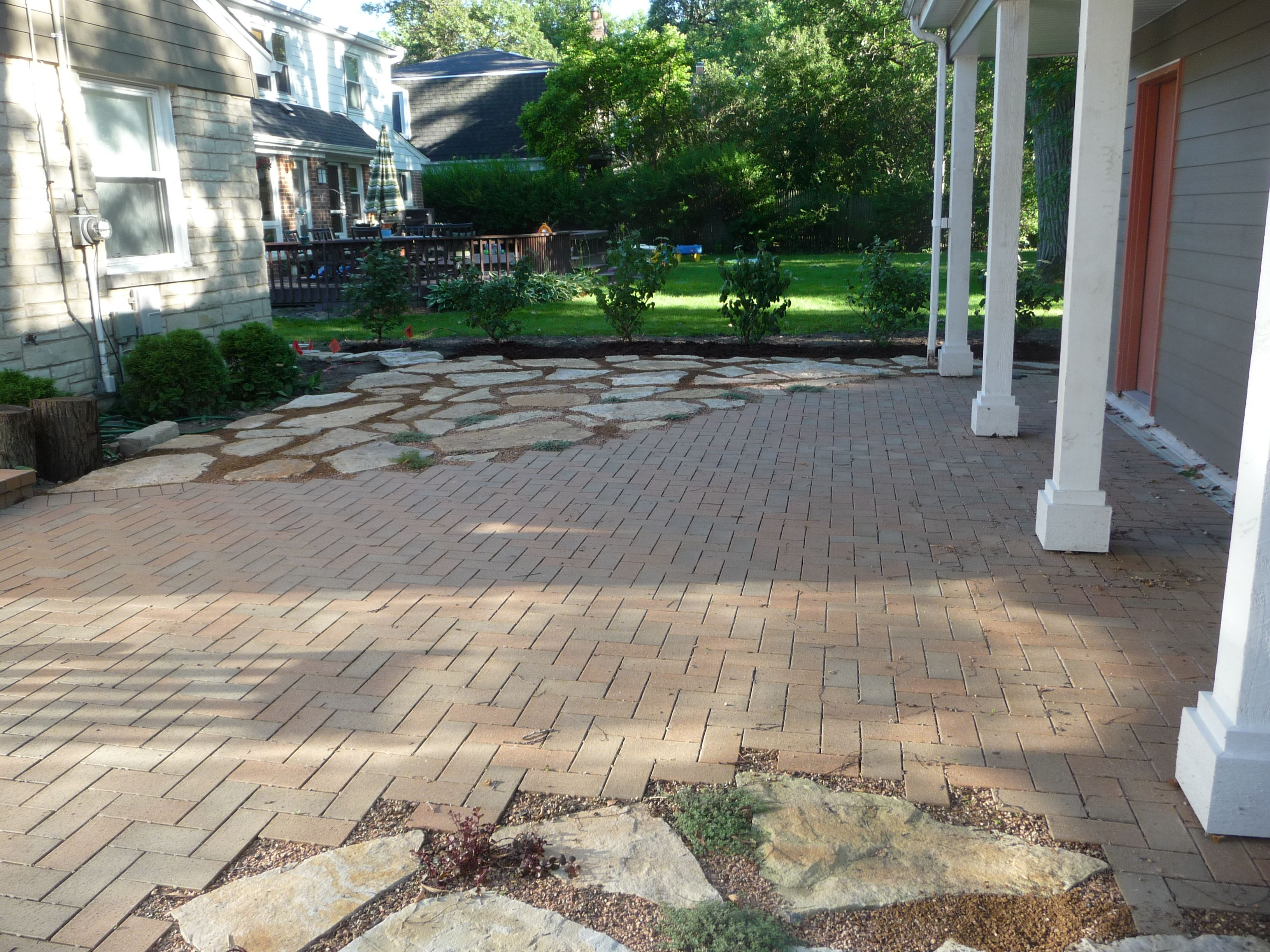 Quartzite flagstone and Beldon brick paver patio