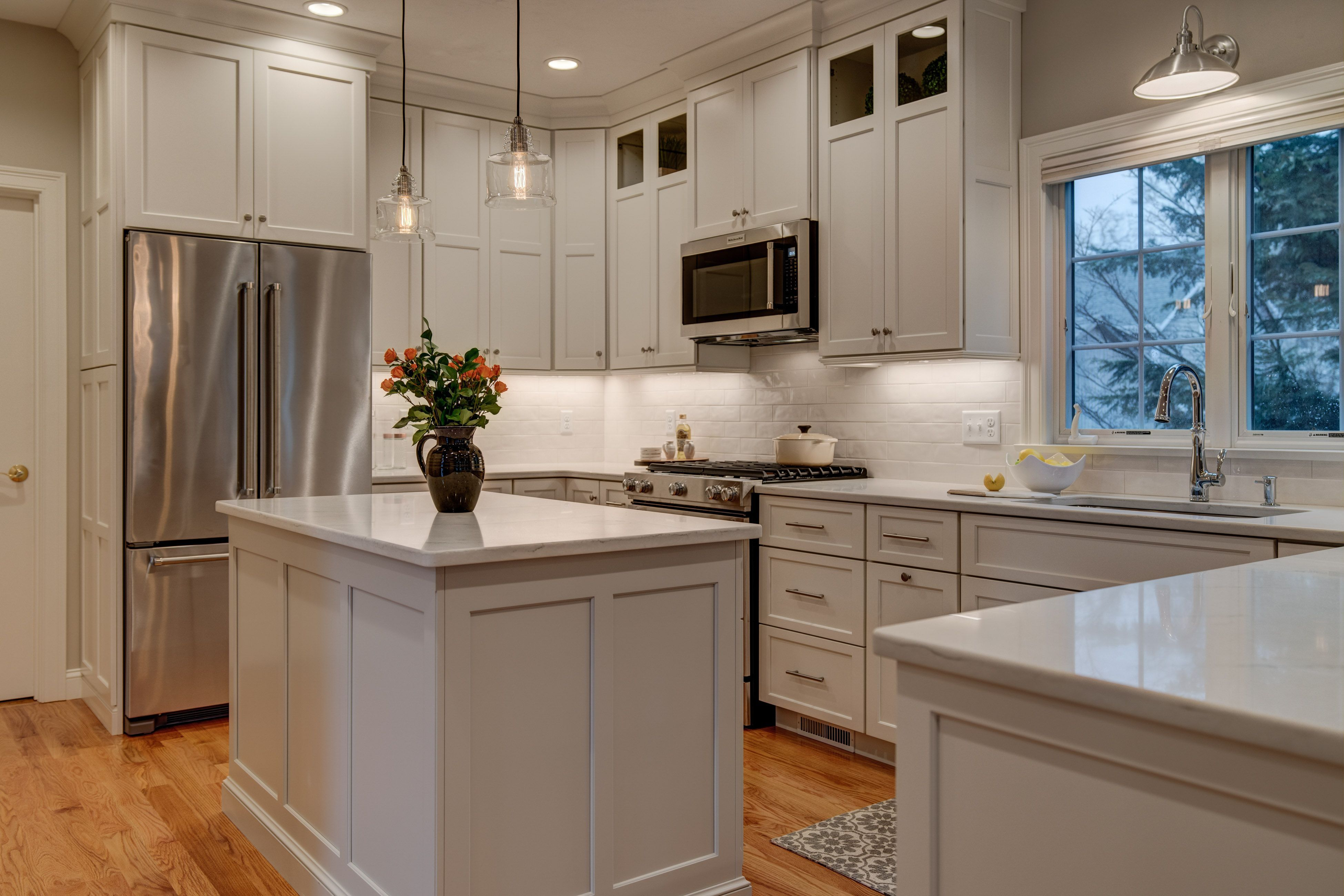 kitchen remodel cabinets to ceiling with molding and glass inserts shaker style white dove on kitchen cabinets to the ceiling id=84147