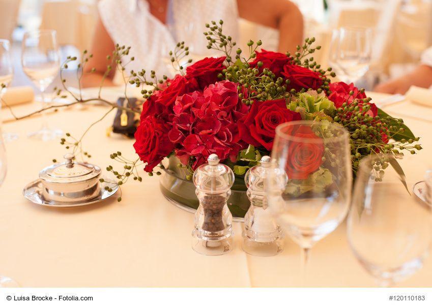 Blumenschmuck Fur Die Runden Tische Bei Der Hochzeit Selber Machen