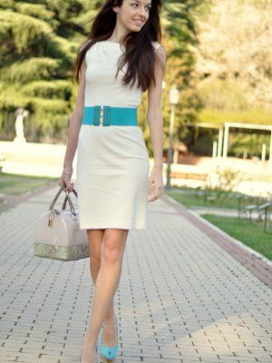 Vestido blanco con azul turquesa
