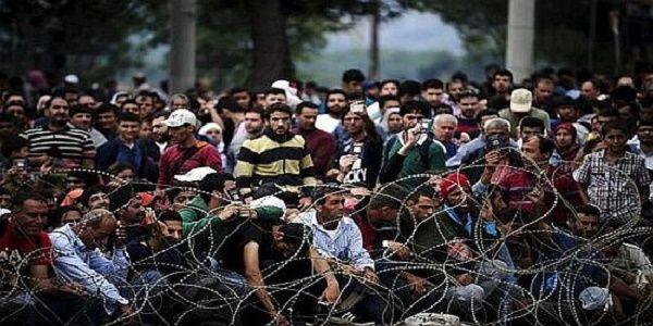 Αποκάλυψη σοκ από Μουζάλα: Οι Ευρωπαίοι θέλουν στρατοπέδο 400.000 μεταναστών στην Αθήνα