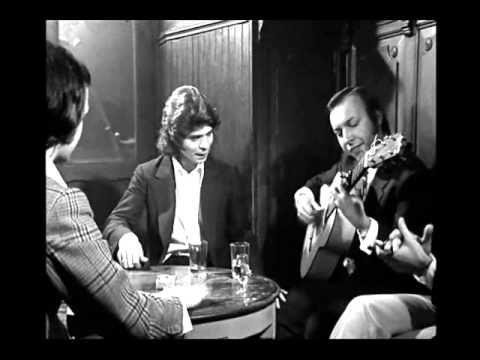 Camarón de la Isla  – El Príncipe del Flamenco José Monge Cruz, Camarón de la Isla, nació un 5 de diciembre de 1950 y un cáncer de pulmón se lo llevó el 2 de julio de 1992. Aunque su biografía fue corta, su carrera artística como cantaor fue larga e intensa. Grabó 200 canciones y publicó 21 discos.