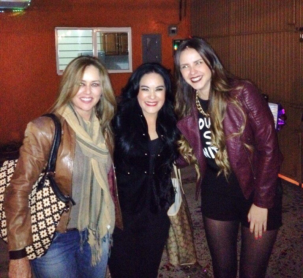 Con mis hermosas amigas Gladys Castellanos y Sheila Ríos.